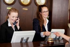 Gestire l'accoglienza del cliente, con specializzazione e cortesia.